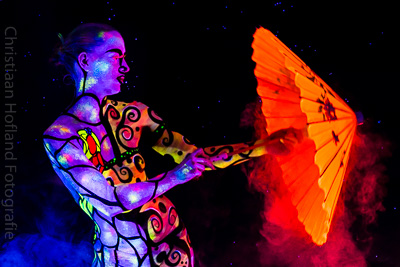 Blacklight Bodypaint Fotoshoot Daisy